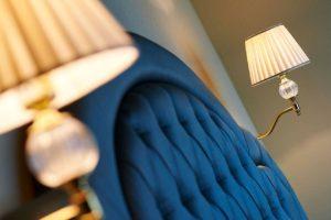 Lampade su divano